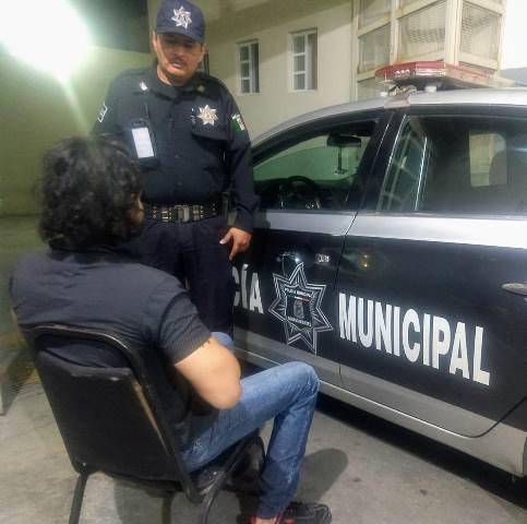 ¡Hombre intentó matarse en un cuarto de hotel en Aguascalientes y policías municipales lo evitaron!