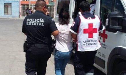 ¡Joven se colgó de la regadera del baño pero fue rescatada por policías en Aguascalientes!