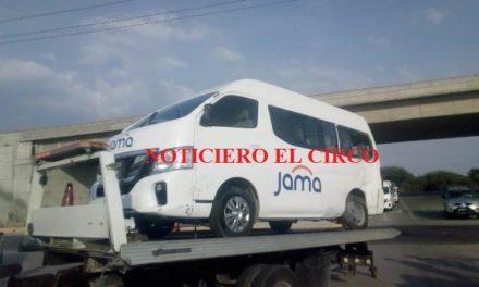 ¡Otra camioneta de transporte de personal se accidentó en Lagos de Moreno!