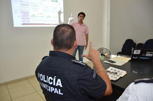 ¡Policías municipales aprenden lengua de señas mexicana!