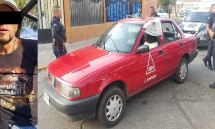 ¡Policías municipales de Aguascalientes detuvieron a sujeto que asaltó a un taxista y se llevó hasta el auto de alquiler!
