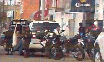 ¡Policías recuperaron una de tres camionetas robadas de una casa en Lagos de Moreno!