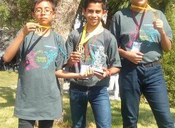 ¡Alumnos de secundaria avanzan con el puntaje más alto a competencia nacional de robótica!