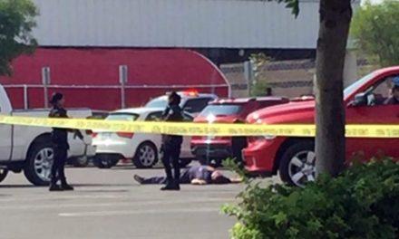 ¡Ejecutaron a 2 hombres en el estacionamiento de la tienda Costco en Aguascalientes!