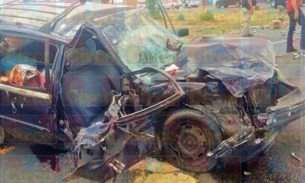 ¡5 lesionados tras fuerte choque entre auto y camioneta en Calera!