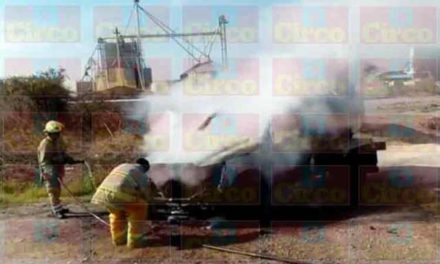 ¡Incendio acabó con una pipa en San Juan de los Lagos!