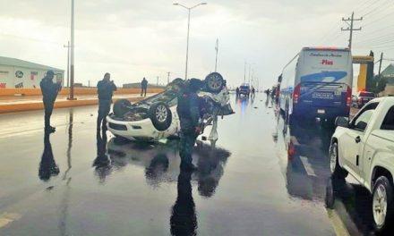 ¡Volcadura de un auto dejó 1 muerto y 3 lesionados graves en Fresnillo!