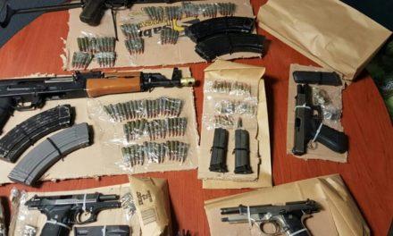 ¡Capturaron a 5 sicarios con un arsenal en Ojuelos!