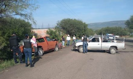 ¡Choque entre 2 camionetas dejó 3 lesionados en Aguascalientes!