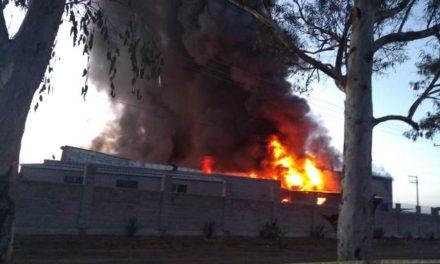 ¡Devastador incendio arrasó con una fábrica en Aguascalientes!