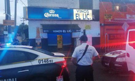 ¡Ejecutaron a balazos a un empleado dentro de una vinatería en Aguascalientes frente a su esposa!