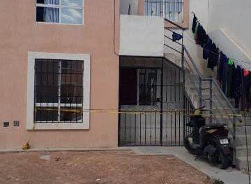 ¡Joven se colgó con un listón al tubo de la regadera en su vivienda en Aguascalientes!