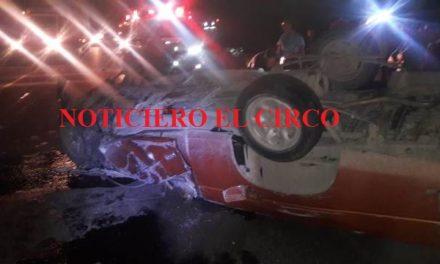 ¡Grave hombre tras choque-volcadura en su camioneta en Lagos de Moreno!