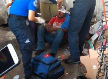 ¡Hombre lesionado al explotarle un tambo en un taller de balconería en Aguascalientes!