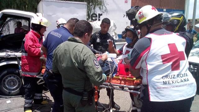¡Lesionado en carambola fue llevado al hospital en el helicóptero Halcón 1 en Aguascalientes!