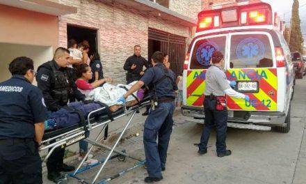 ¡Hombre alcoholizado intentó matarse clavándose un cuchillo en el abdomen en Aguascalientes!