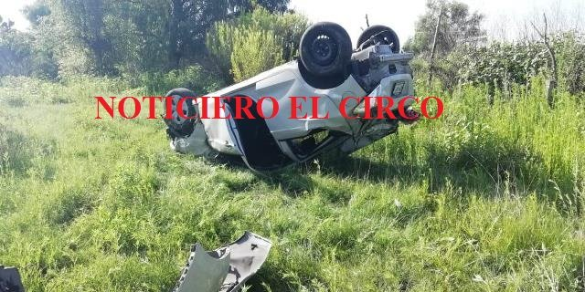 ¡Joven aguascalentense volcó su auto en Ojuelos y salió ileso!