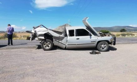 ¡6 heridos tras brutal choque entre un tráiler y una camioneta en Sombrerete!