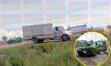 ¡1 muerta y 2 lesionados dejó choque entre un camión refresquero y un taxi en Lagos de Moreno!