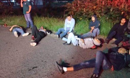 ¡Choque entre un camión de transporte de personal y un tráiler dejó 1 muerto y 13 lesionados en Aguascalientes!