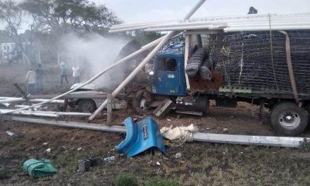 ¡Choque entre un camión torton y una camioneta dejó 3 lesionados en Aguascalientes!