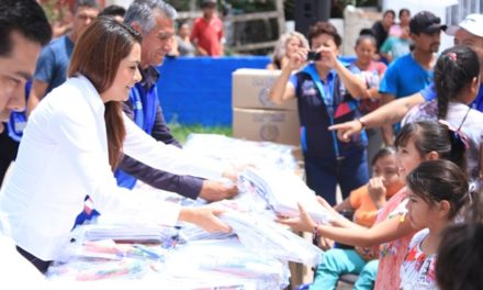 ¡Inicia Tere Jiménez entrega de útiles escolares!
