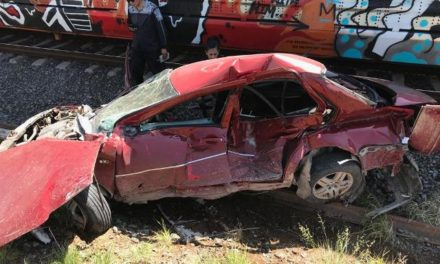 ¡Joven estudiante murió embestido por el tren a bordo de su auto en Aguascalientes!
