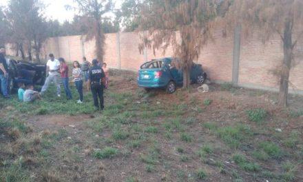 ¡Hombre resultó lesionado tras chocar su auto contra un árbol en Aguascalientes!