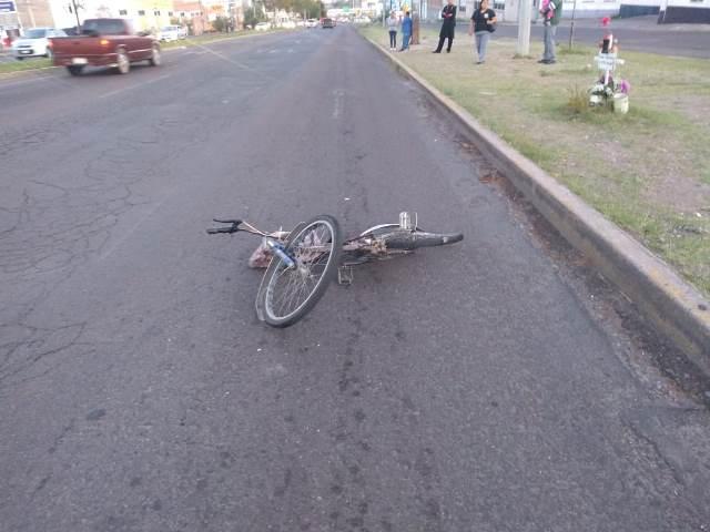 ¡Ciclista lesionado tras ser impactado por una joven automovilista en Aguascalientes!