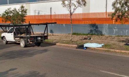 ¡Ciclista murió con la cabeza destrozada tras ser embestido por una camioneta en Aguascalientes!