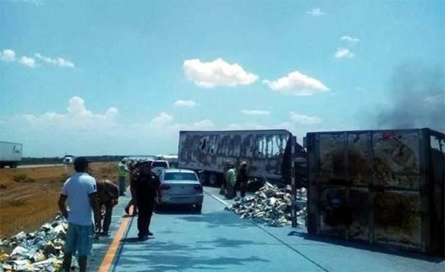 ¡Trailero de Aguascalientes murió tras choque en Nuevo León contra otro transportista que también falleció!
