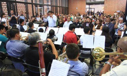 """¡Niños de orquesta """"Compáz"""" celebran con Tere Jiménez segundo aniversario!"""