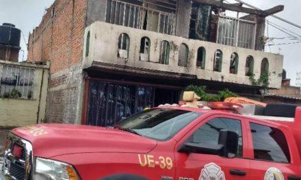 ¡Policías municipales auxiliaron a menor de edad tras incendio domiciliario en Aguascalientes!