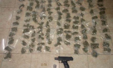¡Tras persecución en Villa Hidalgo, Zacatecas, PEP detuvo a dos hombres por la posesión de un arma y droga!