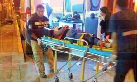 ¡2 adolescentes motociclistas resultaron lesionados tras ser embestidos por un auto en Lagos de Moreno!