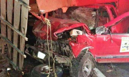 ¡4 muertos y 2 lesionados tras fuerte choque entre 2 camionetas en Río Grande!