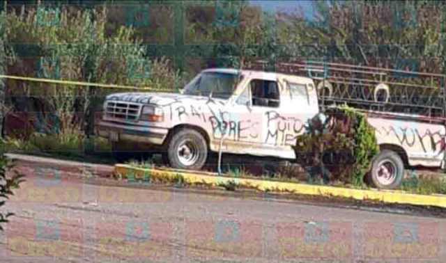 ¡Localizaron a un hombre ejecutado en la caja de una camioneta en Fresnillo!