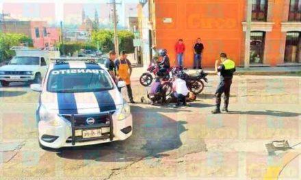 ¡Adolescente quedó herido tras chocar contra una camioneta en Lagos de Moreno!