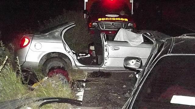 ¡1 muerto y 4 lesionados tras fuerte choque frontal entre 2 autos en Villa Hidalgo, Jalisco!
