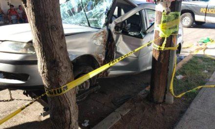 ¡Fuerte choque entre 2 autos en Aguascalientes dejó saldo de 4 lesionados!