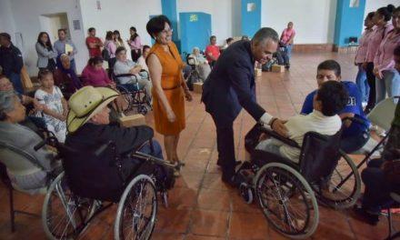 ¡Apoya el DIF de Jesús María a personas de escasos recursos con la entrega de sillas de ruedas!