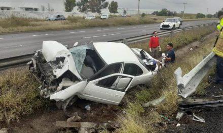¡Fuerte accidente automovilístico en Aguascalientes dejó 2 lesionados!