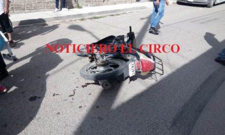 ¡Grave niño motociclista embestido por un camión en Lagos de Moreno!