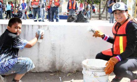 ¡Tere Jiménez y ciudadanía hacen equipo para limpiar calles, parques y jardines de Aguascalientes!