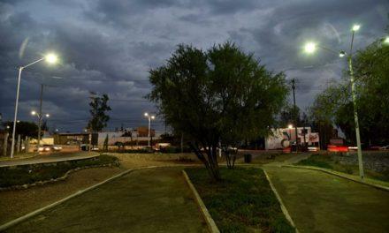 ¡Moderniza Municipio alumbrado público en colonias del poniente de la ciudad!