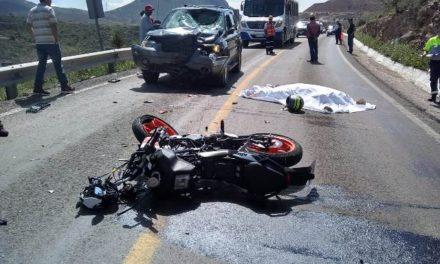 ¡Motociclista murió tras chocar de frente contra una camioneta en Aguascalientes!
