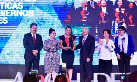 ¡Premian a Tere Jiménez con primer lugar nacional en finanzas sanas!