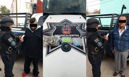 ¡Policías estatales de Aguascalientes detuvieron a 2 sujetos en una operación de compra-venta de drogas!
