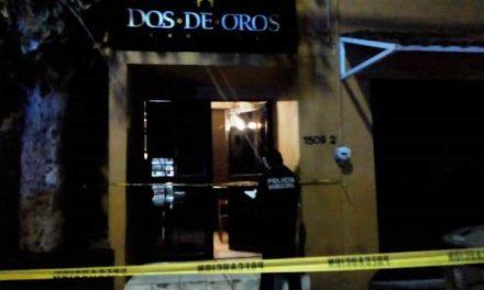 "¡Sujeto baleó e hirió a sus dos compañeros de parranda en el bar ""Dos de Oros"" en Aguascalientes!"