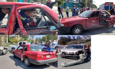 ¡Fuerte choque entre una camioneta y un taxi dejó 3 menores de edad lesionados en Aguascalientes!